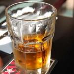 お酒を飲むと抜け毛が増えるって本当?原因は飲み方と量!