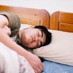 寝相や寝方が悪いと抜け毛が増えるって本当?考えれる3つの原因